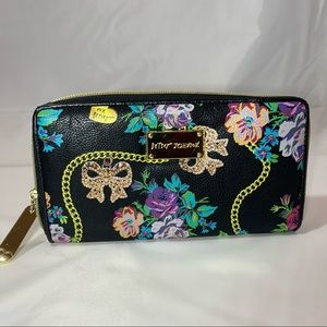 Betsey Johnson Black Multi colores Wallet EUC
